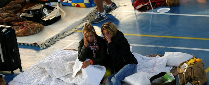People rest following an earthquake in Amatrice, central Italy, August 25, 2016. REUTERS/Ciro De Luca